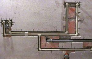 Монтаж пластикового трубоппровода своими руками: Правильная установка и этапы его установки.