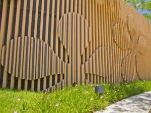 Как сделать красивый забор из дерева своими руками: Инструкция +Фото Идеи и Видео
